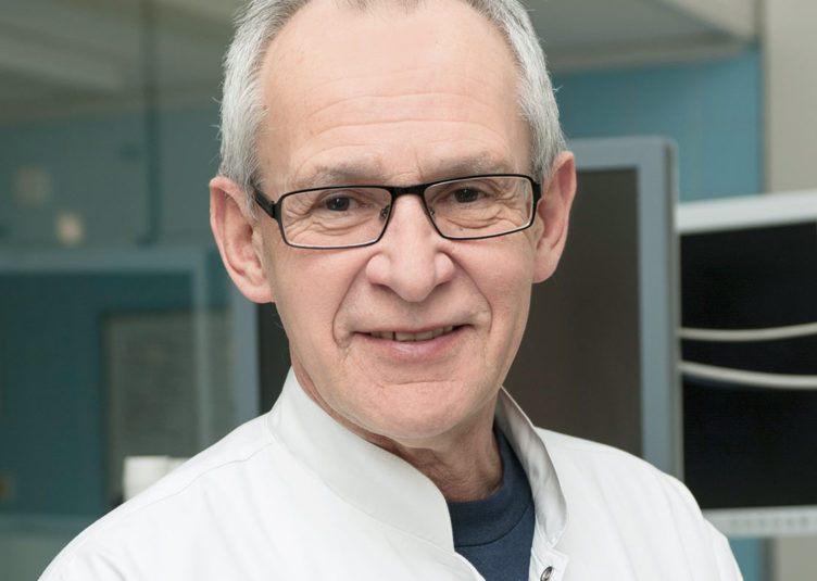 prof. Maciej Krzakowski